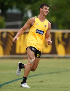Jaeger O'Meara Photos - Jaeger O'Meara of the Hawks in action during a Hawthorn Hawks AFL press conference and training session at Waverley Park on January 2017 in Melbourne, Australia. Rugby Men, Rugby Players, Melbourne, Athletic Men, Sport Man, Dream Team, Mens Fitness, Male Athletes, Male Celebrities