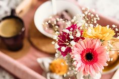 Shallow Focus Photography of Coffee and Dish With Pink Gerbera Daisy · Free Stock Photo Happy Sunday Images, Good Morning Sunday Images, Sunday Morning, Flower Images, Flower Pictures, Good Morning Wife, Happy Birthday Best Wishes, Bed Recipe, Pink Gerbera