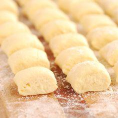 Quick Ricotta Gnocchi Recipe & a Workshop Pea Recipes, Fodmap Recipes, Gluten Free Recipes, Gourmet Recipes, Italian Recipes, Cooking Recipes, Fodmap Foods, Chicken And Snow Peas Recipe, Gluten Free Gnocchi