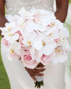 Свадебные букеты с орхидеями - ванда, фаленопсис, онцидиум - очень красивое сочетание цветов, идеи букетов невесты под любой образ.