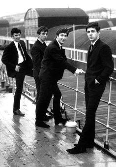 "Great guitar pick bracelet with John Lennon, Paul McCartney, George Harrison, and Ringo Starr from ""Meet the Beatles. Foto Beatles, Beatles Love, Les Beatles, Beatles Photos, Beatles Funny, Ringo Starr, George Harrison, Paul Mccartney, John Lennon"