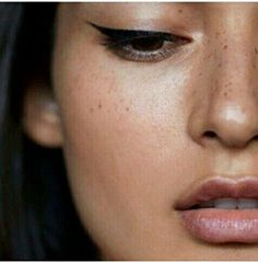 For a similar look try the Evelyn Iona gel eyeliner!