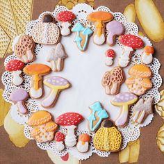 27日から吉祥寺のにじ画廊で開催されるきのこの森展にてきのこクッキーを販売します。よろしくお願いします~!