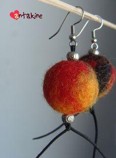 Tricolor felted earrings (wool, metal details, nylon strip). Trispalviai velti auskarai (vilna, metalinės detalės, nailoninis siūlas).