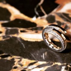 Inspired by the spiral design, dinh van creates twin rings that become infinitly entangled. #dinhvan #paris #jewels #jewelry #spirale #gold #diamonds #rings