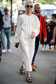 Что носят на мужской Неделе моды в Париже: часть 1, Buro 24/7 T Shirt Hacks, Love Fashion, Womens Fashion, Weekend Outfit, Winter White, Dress Patterns, White Dress, Normcore, Menswear