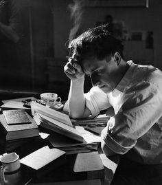 """生老病死 — genterie: """"Berlin Kiss"""" - shot by Harry Benson. Photography Poses For Men, Creative Photography, Portrait Photography, Book Aesthetic, Character Aesthetic, Pose Reference Photo, The Secret History, Foto Art, Student Reading"""