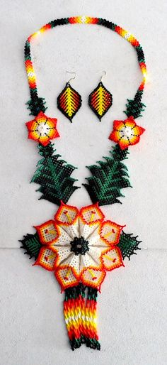 Peyote Patterns, Beading Patterns, Native American Beadwork, Beaded Ornaments, Lace Making, Beading Projects, Handmade Beads, Loom Beading, How To Make Beads