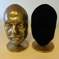 Vantablack: It's blacker than black, but where is the world's darkest material being used? - Science News - ABC News (Australian Broadcasting Corporation) Anish Kapoor, Blacker Than Black, Mister Finch, Cardboard Sculpture, Story Stones, Dark Material, Cool Technology, Dark Colors, Colours