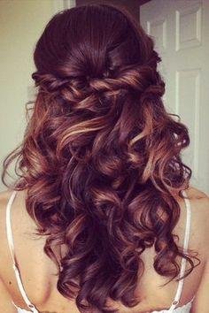 Abiball-Frisuren: Die schönsten Looks für die rauschende Party!                                                                                                                                                                                 Mehr