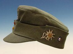 Casquette des troupes de montagne de la Wehrmacht. Ww2 Uniforms, German Uniforms, Military Uniforms, German Soldiers Ww2, German Army, Army Hat, Military Cap, Leather Hats, Military History