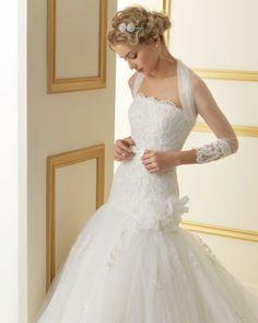 152 THAIS / Wedding Dresses / 2013 Collection / Luna Novias / Shown with Jacket  (close up)