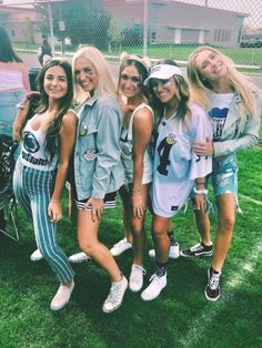 Penn State Clothes, Penn State Game, Tailgate Outfit, Navy Blue Cocktail Dress, College Game Days, Kappa Kappa Gamma, Football Outfits, Cute Friends, College Outfits