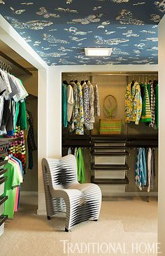 Checkout the gorgeous wallpapered ceiling in this closet! Source: House of Turquoise: The Christopher Kennedy Compound Showhouse Dressing Room Closet, Closet Bedroom, Dressing Rooms, Dressing Area, Master Closet, Wallpaper Ceiling, Of Wallpaper, Closet Wallpaper, Butterfly Wallpaper