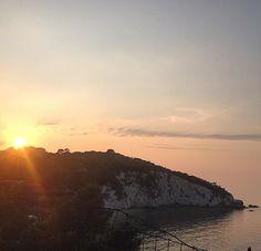 Tramonto dietro la spiaggia della padulella a #portoferraio nello scatto di @gaiagiovanella.  Continuate a taggare le vostre foto con #isoladelbaapp il tag delle vostre #vacanze all'#isoladelba. http://ift.tt/1NHxzN3