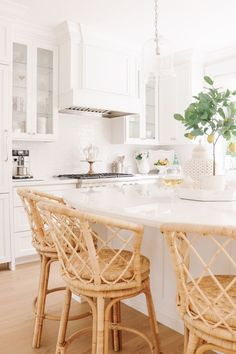 Bringing Texture to the Kitchen with Rattan Stools - Obsessed with my new woven . Bringing Texture to the Kitchen with Rattan Stools - Obsessed with my new woven stools! I sourced all of my favorite rattan and woven decor pieces too. Design Room, Home Design, Layout Design, Chair Design, Design Design, Design Hotel, Design Ideas, Modern Farmhouse Kitchens, Home Kitchens