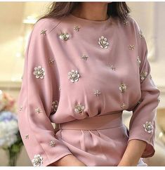 42 new Ideas for embroidery blouse haute couture Abaya Fashion, Muslim Fashion, Modest Fashion, Diy Fashion, Ideias Fashion, Fashion Dresses, Fashion Trends, Fashion Tag, Fashion Hacks