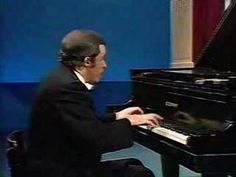Glenn Gould plays J.S.Bach Piano Concerto No.7 in G minor BW (+playlist)