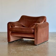 Maralunga lounge chair by Vico Magistretti for Cassina, Chaise Vintage, Decoration, Sofa Chair, Furniture Design, Accent Furniture, Home Collections, Upholstery, House Design, Lounge Chair Design