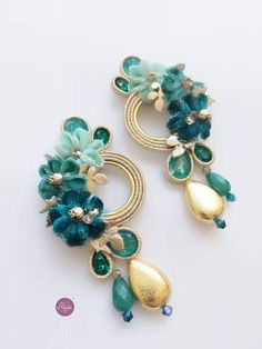statement soutache earrings handmade in Italy by Reje® ,teal and gold Handmade Necklaces, Handmade Jewelry, Shibori, Natural Accessories, Beady Eye, Jewellery Sketches, Teal And Gold, Soutache Jewelry, Polymer Clay Charms