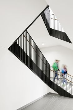 Gallery - Martin Luther School at Rimbach / GMP - 3 Railing Design, Staircase Design, Staircase Railings, Stairways, School Architecture, Residential Architecture, Ecole Bilingue, Stair Detail, Interior Stairs