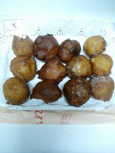 Buñuelos de Cuaresma: de azúcar moreno de comercio justo, de crema, de chocolate y de viento. Pastisseria Bareche de Barcelona