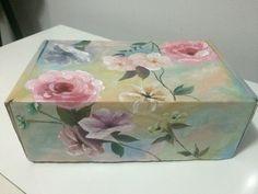 Caixa de presente customizada... Flores e paz..