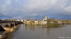 Vue d'Orléans depuis la rive gauche et l'entrée du pont Georges V.