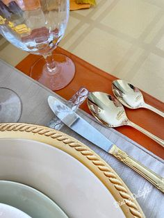 Dining Delight: Thanksgiving Tablescape for a Small Gathering Thanksgiving Table Settings, Thanksgiving Tablescapes, Thanksgiving Feast, Homemade Buns, Gold Chargers, Falling Skies, Gold Flatware, Basket Tray