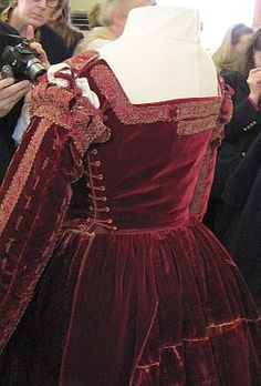 """""""""""16th c. The Red dress of a Lady of Pisan court can be seen in Moda a Firenze and was found on a wooden effigy at San Matteo convent, seen in pictures 2 and 3. It had been said to belong to Eleanora d'Toledo as it is very similar in construction technique and style. Recently it has been suggested that it did not belong to Eleanora but belonged to an unknown Lady of the Court of Pisa """""""""""