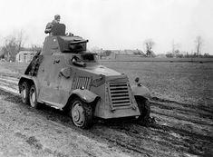 Algemene mobilisatie. De verdediging van het Vliegveld Ypenburg wordt gesteund door pantserwagens Landsverk M-36.