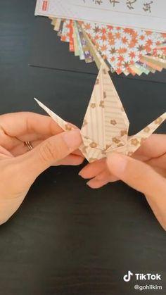 Instruções Origami, Origami Videos, Origami Bird, Paper Crafts Origami, Diy Paper, Yarn Crafts For Kids, Clay Crafts, Diy For Kids, Diy And Crafts