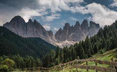 Scarica sfondi Montagna, foresta, paesaggio di montagna, Dolomiti, alto Adige, Italia