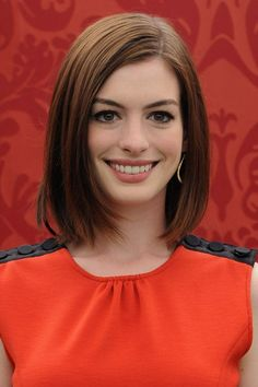 Hairstyles & Make Up Anne Hathaway Look Book (Glamour.com UK)
