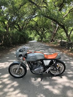 Moto Style, Royal Enfield, Cafe Racers, Kustom, Scrambler, Bobber, Cars And Motorcycles, Gears, Sick
