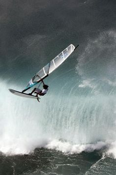 #Windsurfing. it looks hard, but oh so fun. http://minivideocam.com/product-category/sports-action-camera/ hypergo #watersports Best wipes for sports Go to hypergo.com
