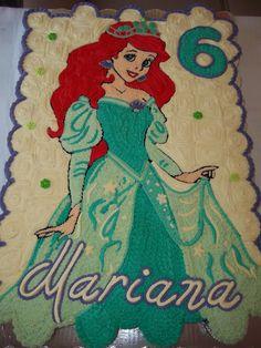 Pastel hecho sobre 100 cupcakes, con betún de mantequilla. Facebook Ale Moyo cupcakes -pasteles.