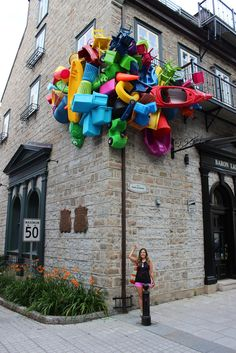 The Unusual Passages (Les Passages Insolites) is an outdoor art exhibition in Quebec City featuring interactive displays to explore. Outdoor art in Quebec. Art Public, Art Et Design, Instalation Art, Trash Art, Interactive Art, Amazing Street Art, Building Art, Wow Art, Quebec City
