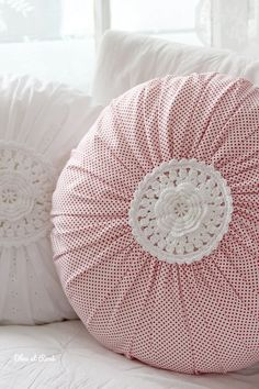The magical round pillow . The magical round pillow … Crochet Cushions, Sewing Pillows, Crochet Pillow, Diy Pillows, Decorative Pillows, Throw Pillows, Cushion Covers, Pillow Covers, Sewing Crafts