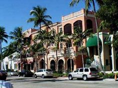 Old town, Naples Florida. Downtown Olde Naples in Florida is by 5th Ave and 3rd Street Districts where you can browse art galleries, fine clothing, boutique and coffee shops, gourmet restaurants and the Naples Pier. Homes in Old Naples are set on tree lined streets that lead to directly to the beach