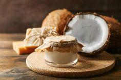 Kokosöl Kosmetik selber machen - Rezept für selbst gemachte Kokosöl Creme zum Abschminken - Kokosöl ist ein wunderbarer Make-up Entferner ...