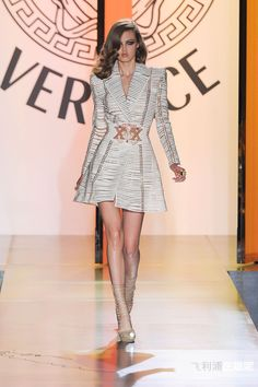 Atelier Versace - Couture - Fall-winter 2012-2013 - http://en.flip-zone.com/fashion/couture-1/fashion-houses/atelier-versace