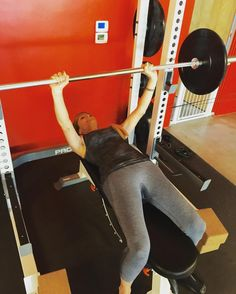 #LOVE love love #women clients #lifting #weights! #BenchPress on a Monday... #Pushing our way into an AWESOME week! @wendipapo you look so #strong!   @coachkimmie