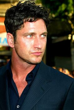 Beardless Gerry | Weirdly Obsessive Gerard Butler Message Board