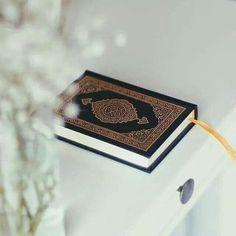 Al-Qur'an hadir menjadi kepala kluarga  Al-Qur'an tiba menjadi pengasuh anak  Al-Qur'an sua menjadi pelindung jiwa  Al-Qur'an mencahaya hingga jiwa tegak Quran Wallpaper, Islamic Wallpaper, Gothic Wallpaper, Quran Urdu, Islam Quran, Islamic Images, Islamic Quotes, Al Quran Al Karim, Allah