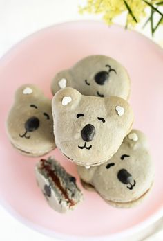 Caramel Koala Macarons by raspberri cupcakes, via Flickr omg how cute
