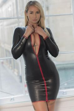 Latex mistress dress, bodycon style with full length sleeves and a full length zip. Tight Dresses, Sexy Dresses, Short Dresses, Look Fashion, Girl Fashion, Fashion Outfits, Chic Black Outfits, Mode Latex, Looks Pinterest