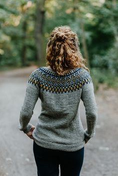 Knitting Patterns Sweter Ravelry: Tígull pattern by Verena Cohrs Fair Isle Knitting Patterns, Sweater Knitting Patterns, Knitting Stitches, Knitting Yarn, Knit Patterns, Ravelry, Motif Fair Isle, Icelandic Sweaters, Nordic Sweater