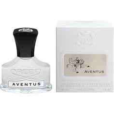 Aventus inspiriert vom bewegten Leben eines Eroberes aus längst vergessener Zeit… Ein Felsvorsprung aus Stahl und Glas - frei schwebend zwischen Himmel und Erde. AVENTUS ein außergewöhnlicher, ein extrem männlicher Duft mit fruchtig, moosig-holzigen Akzenten - kreiert für die Helden der Gegenwart. Die Kopfnote vereint schwarze Johannisbeere, lebendige Bergamotte, eine herbe Apfelnote mit der Süße der Ananas. In der Herznote verschmilzt kostbarer Jasmin, Patschuli mit einer holzigen Note aus…