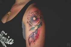 Schulter tätowieren lassen - bunte Motive mit #Federn - #Traumfänger Leaf Tattoos, Body Art Tattoos, I Tattoo, Cool Tattoos, Floral Tattoos, Floral Tattoo Design, Tattoo Designs, Tattoos Schulter, Aquarell Tattoos